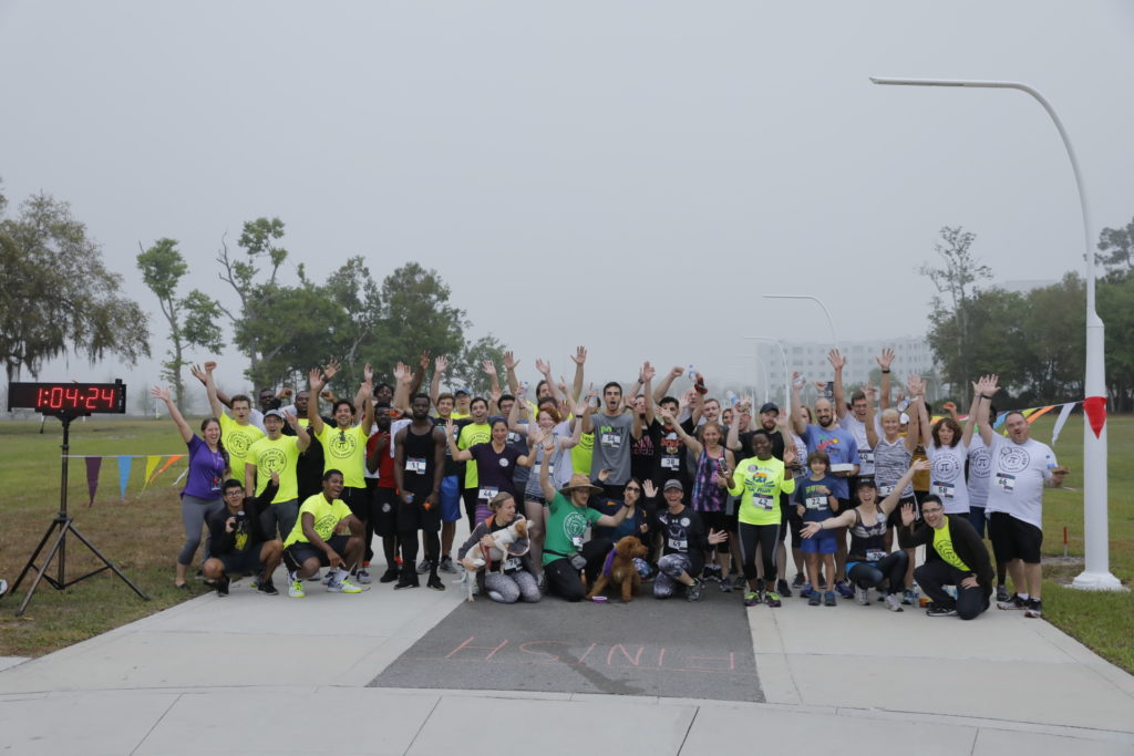 A group photo of all the 2019 Florida Poly Pi Run racers.